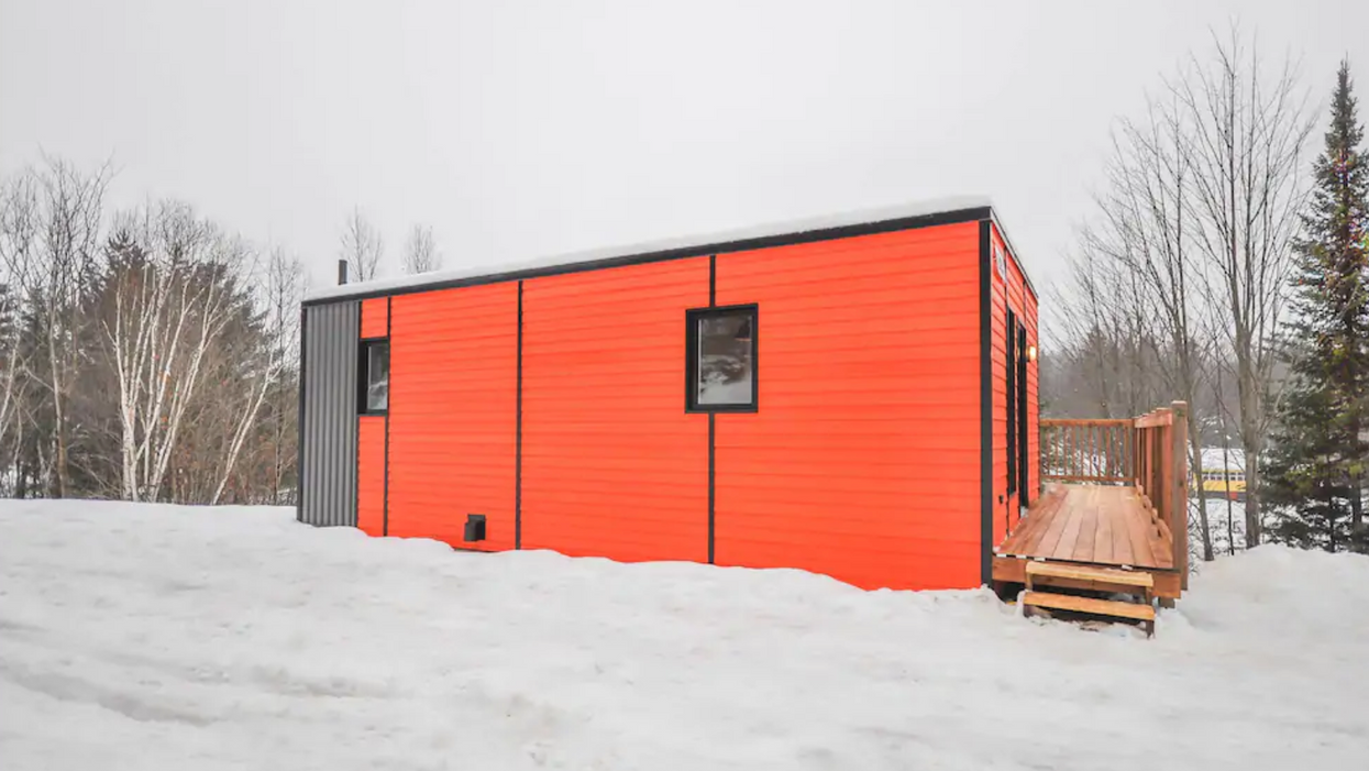 You Can Rent This Tiny House By The Water In Quebec And There's A Private Hot Tub