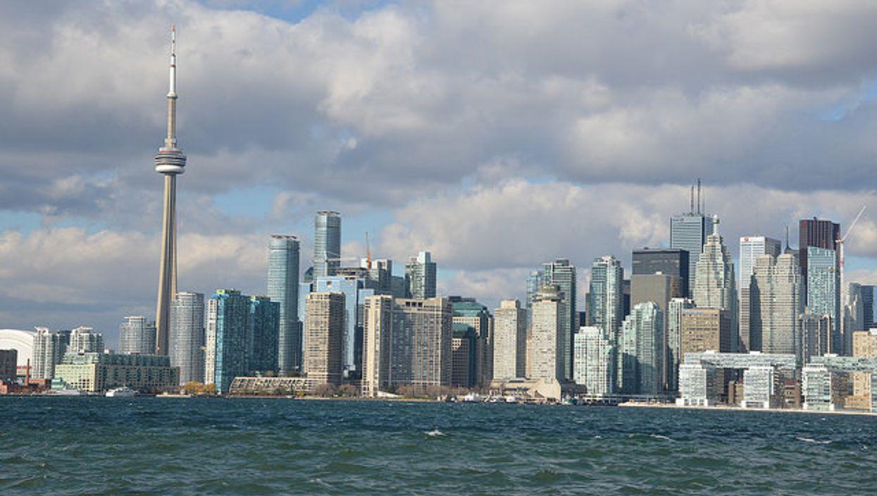Environment Canada Warns Of Shortness Of Breath, Throat Irritation In New Toronto Air Quality Alert