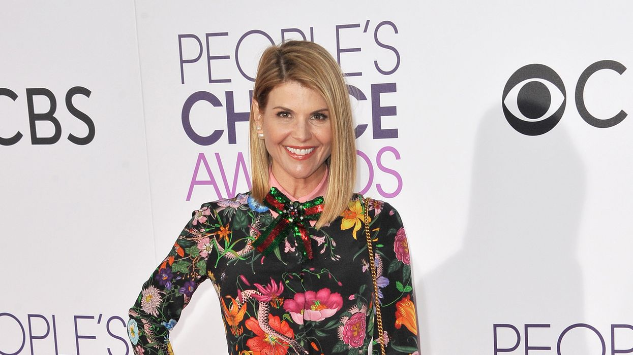 Lori Loughlin Was Seen Smiling And Signing Autographs Ahead Of Her Court Date