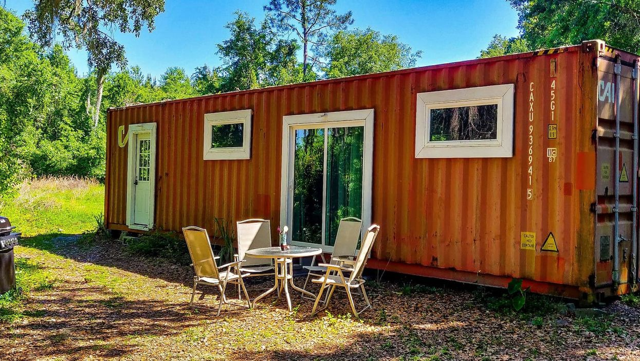 You Can Spend A Night In This Cozy Off-Grid Storage Container In Florida For Super Cheap