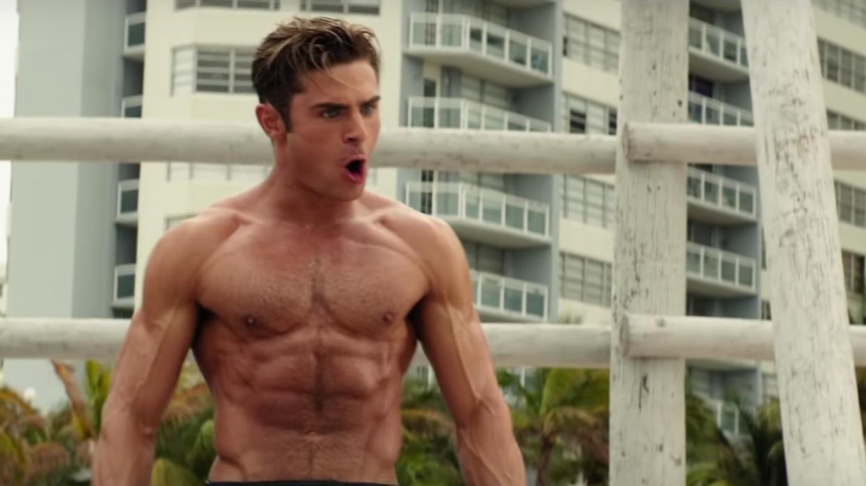 Zac Efron critique son corps irréaliste dans le film « Baywatch » et envoie un message de body positivity à ses fans