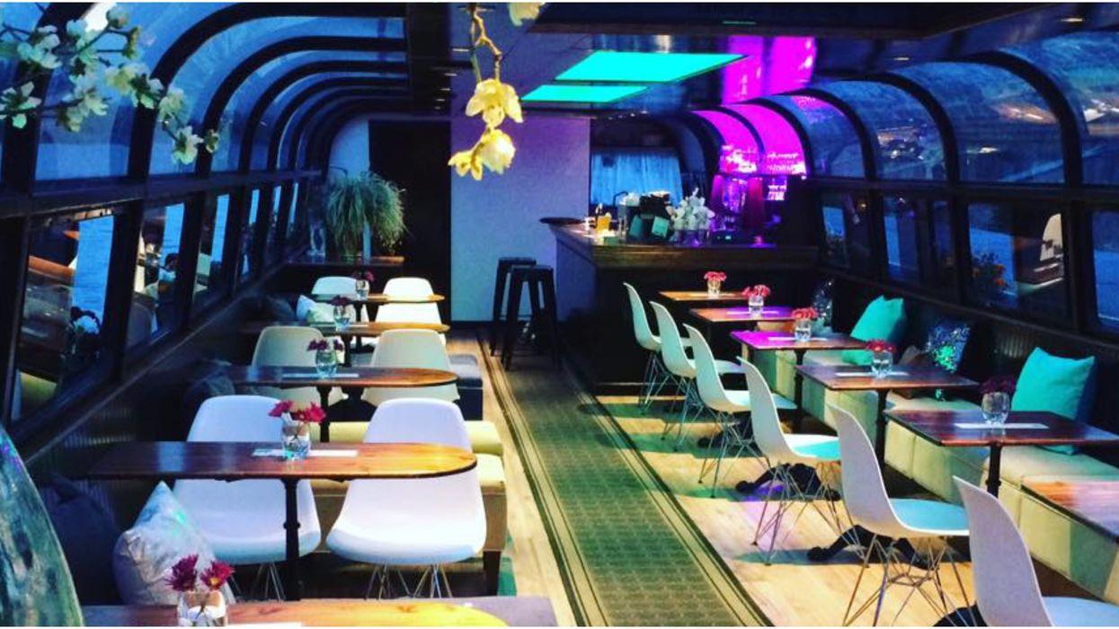 Ce bar flottant à Montréal rouvre ses portes et c'est l'endroit le plus romantique où aller prendre un verre cet été