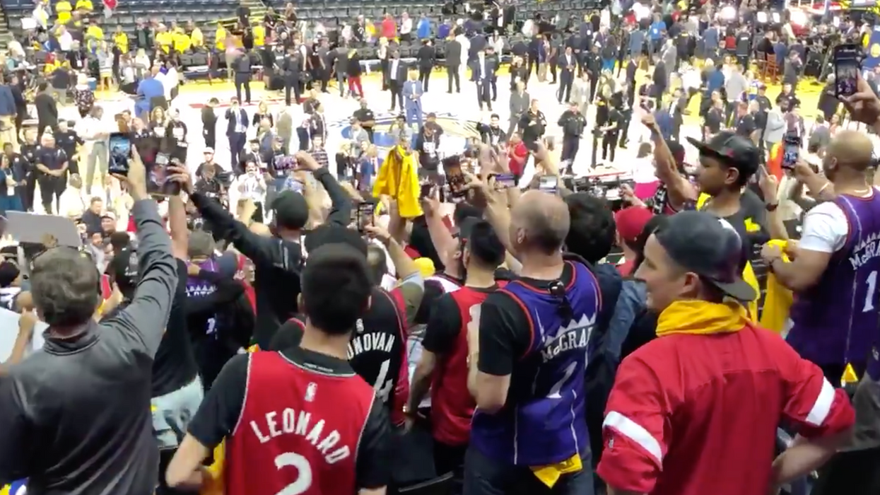 Raptors Fans Sang O' Canada In Oracle Arena After Last Night's Win & It Was Beautiful (VIDEO)