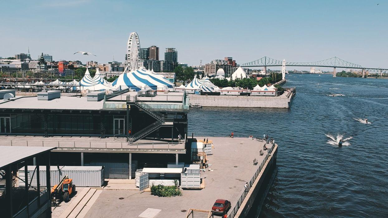 Une méga terrasse à ciel ouvert au bord du fleuve Saint-Laurent ouvre aujourd'hui à Montréal et ça va être la fiesta