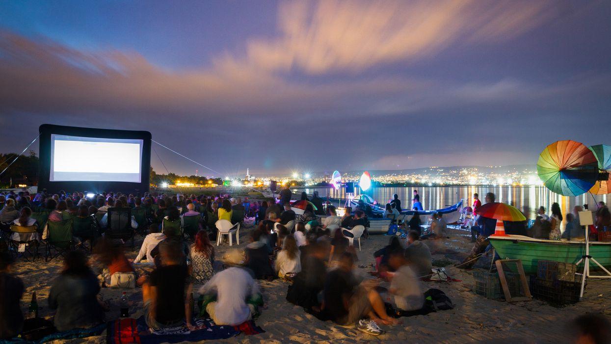 Tu pourras aller écouter un film de Disney directement sur la plage cet été à Montréal et c'est vraiment la date parfaite