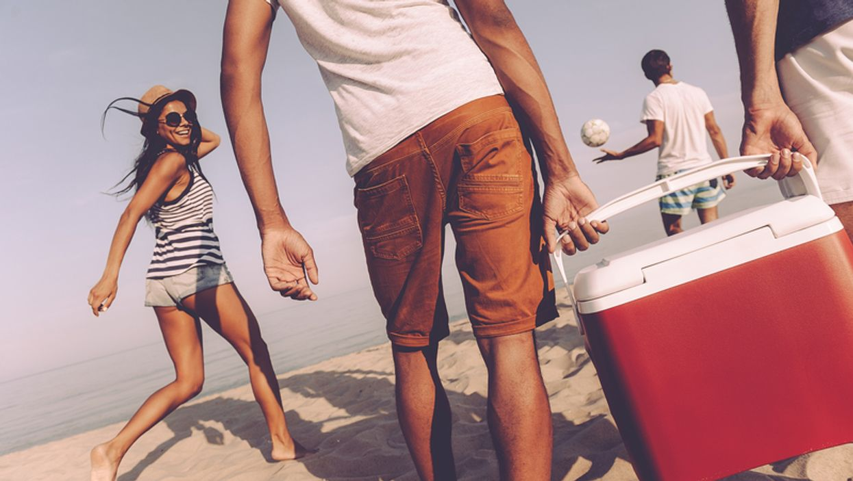 6 Cheap Coolers On Amazon Canada That Make Going To The Beach This Summer A Breeze