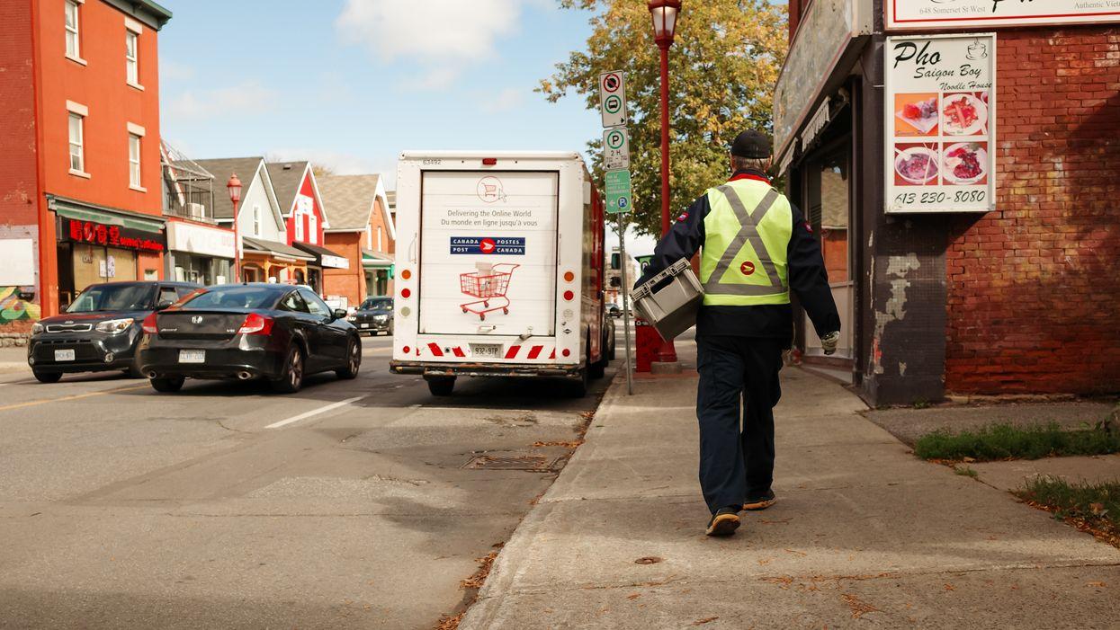 Postes Canada cherche 210 facteurs à Montréal et le salaire est de 21 $/h sans expérience