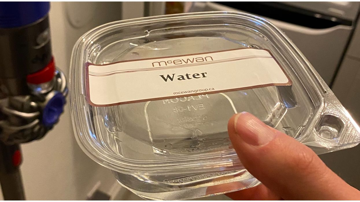 A Toronto Meal Kit Came With A Plastic Box Full Of Water & We're So Confused