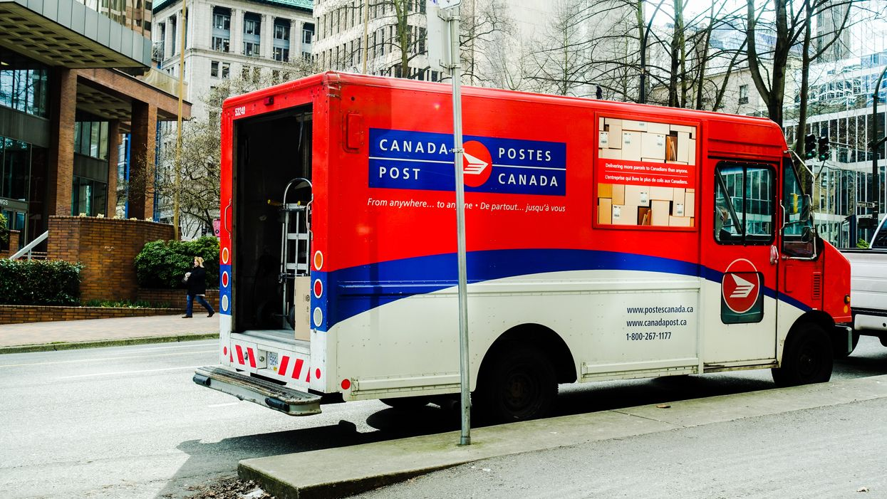 Canada Post's Holiday Shipping Deadlines Just Changed & Time's Running Out