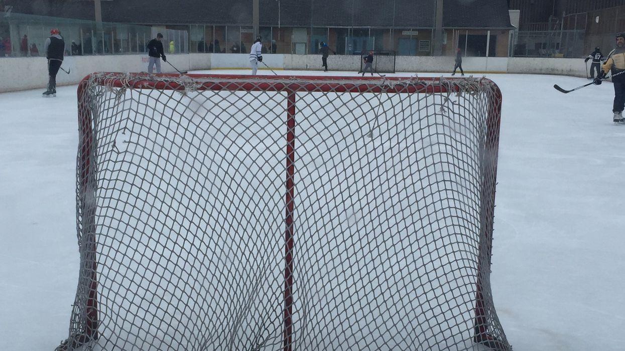 Beaconsfield interdit le hockey sur ses patinoires extérieures