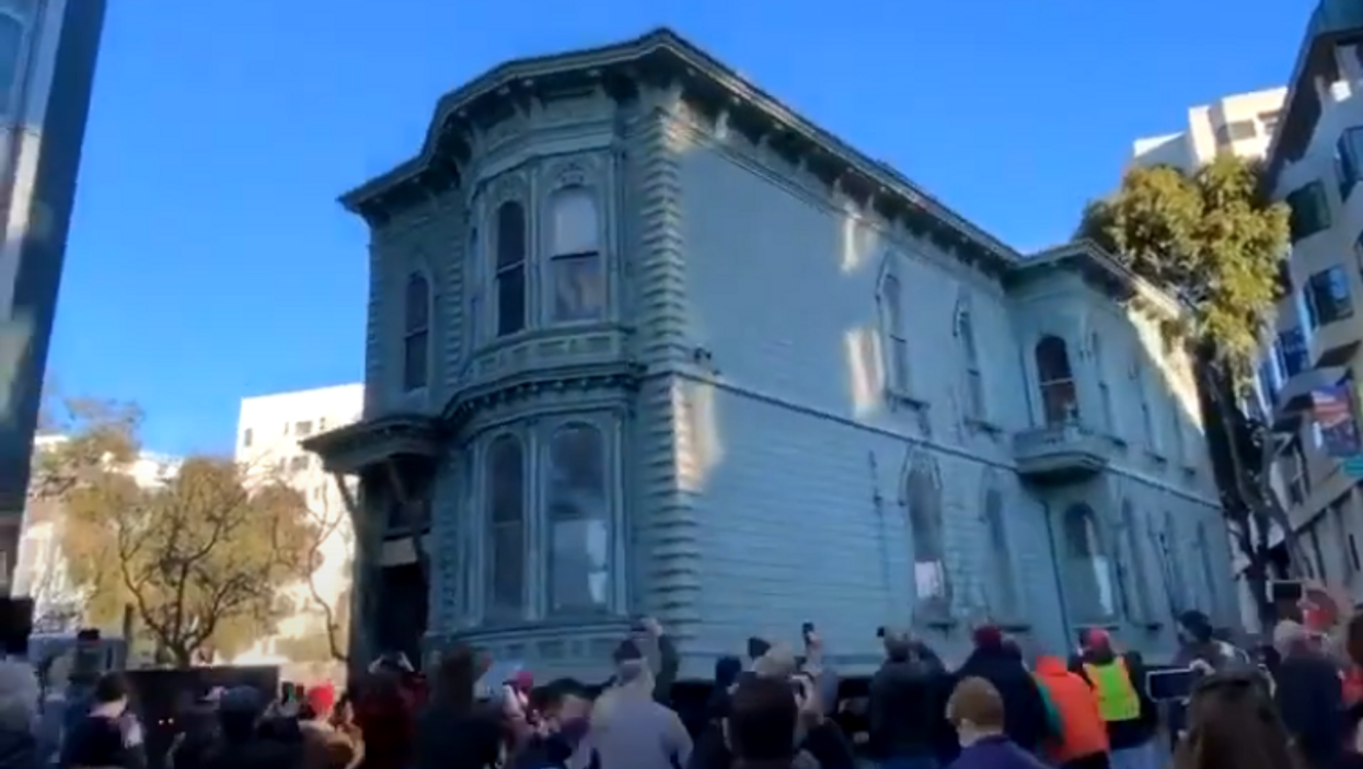 San Francisco Movers Just Rolled An Entire Historic House To Its New Location (VIDEO)