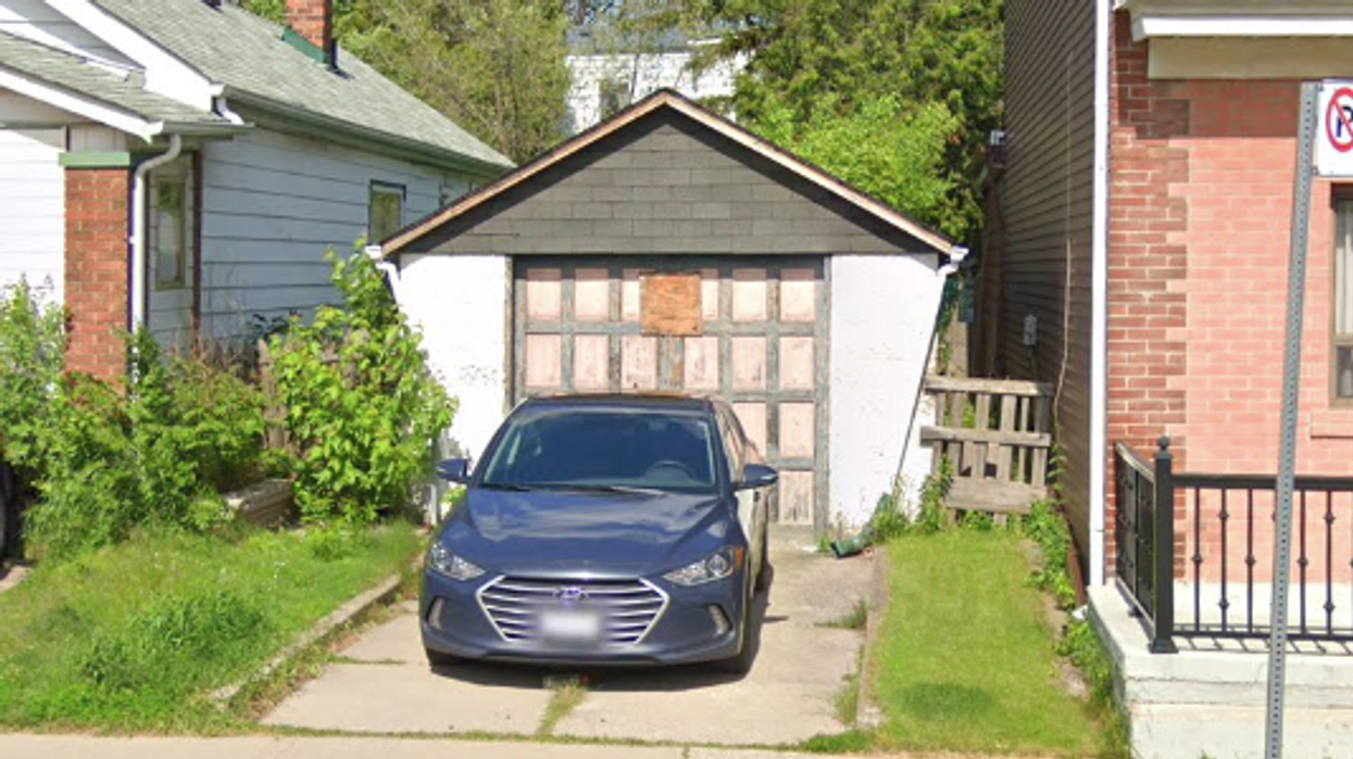 Toronto Garage Has One Room & Is Somehow Listed For 100k More Than It Was In 2019