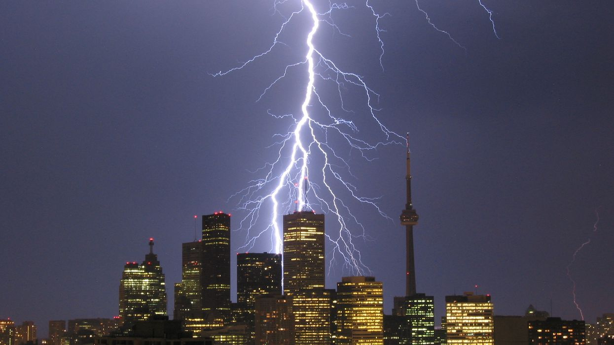 Environment Canada Warns That Strong Winds & Thunderstorms Are About To Hit Toronto