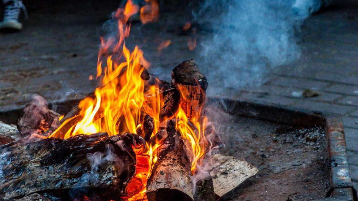 Les feux de camp sont interdits dans ces 12 régions du Québec sous peine d'amendes salées