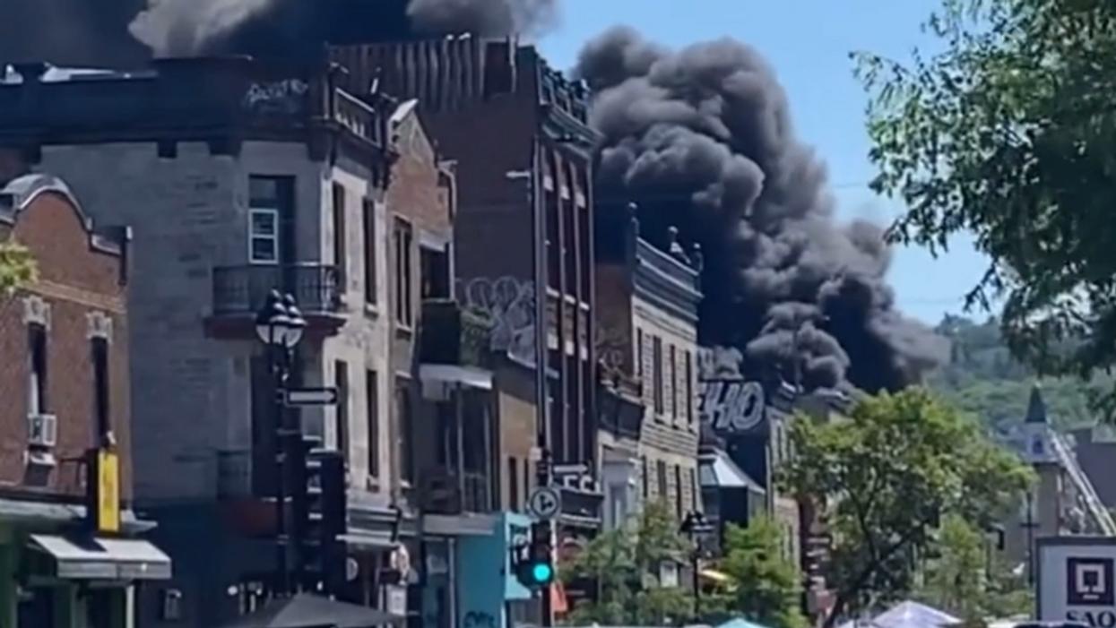 Un incendie majeur fait rage actuellement à Montréal et les images sont saisissantes