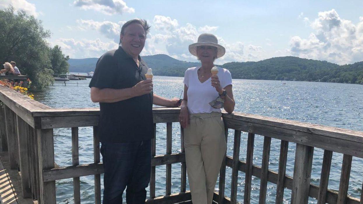 Legault est en vacances avec sa femme en Estrie (PHOTOS)