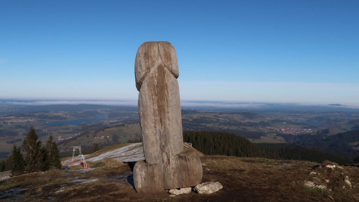 Holzpenis Germany Penis Monument Disappears