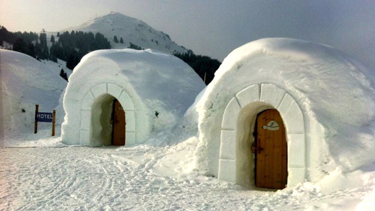 You Can Stay Overnight In An Igloo At This Unusual Hotel In Ontario