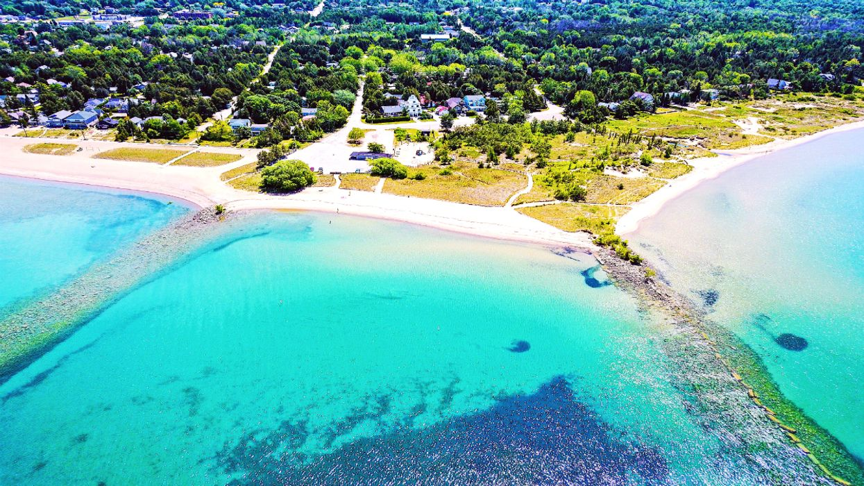 This Ontario Beach With Caribbean Blue Waters Is The Ultimate Summer Destination