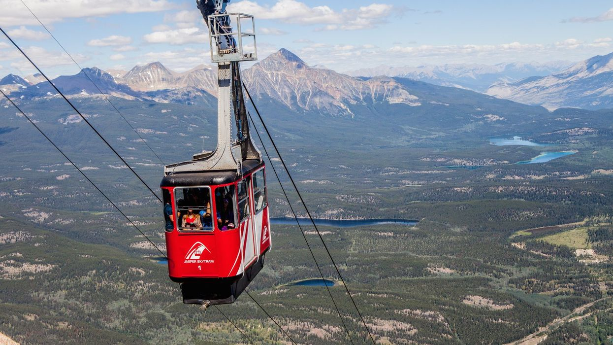 160 People Had To Be Airlifted Off A Mountain In Alberta After A Skytram Malfunction Left Them Stranded