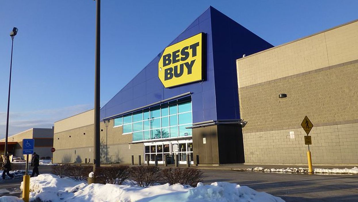 A Best Buy Employee Is Warning Canadians That Their Cheap iPhone Ads Are Too Good To Be True