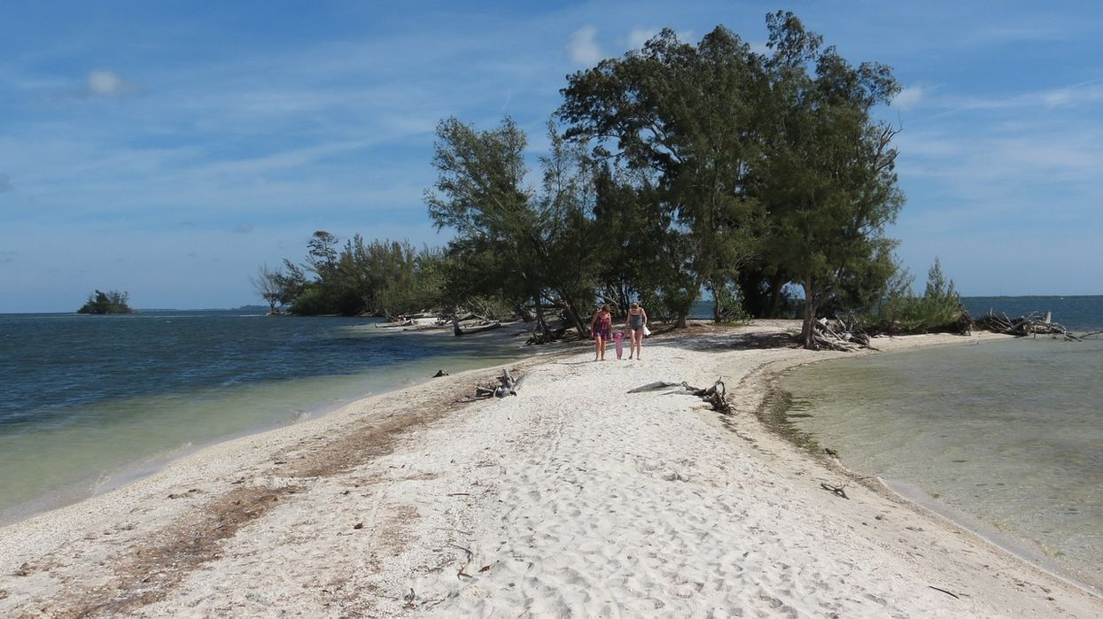 Florida Officials Are Asking Tourists Not To Poop On These Islands