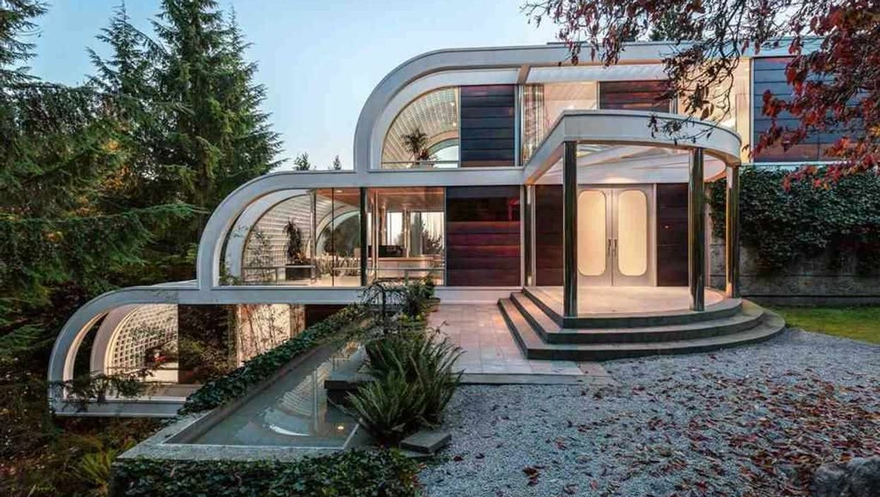 This Glass House For Sale In BC Has Its Own Nature Escape (PHOTOS)