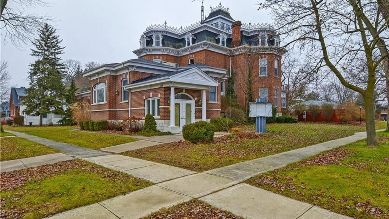 Ontario Mansion For Sale With 20 Rooms Actually Used To Be A Funeral Home