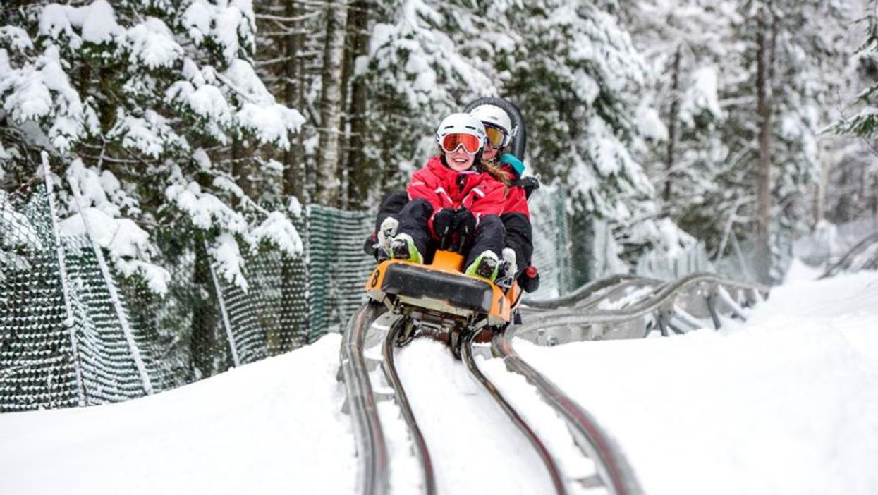 Tu peux faire une montagne russe dans la neige à seulement 1h30 de Montréal