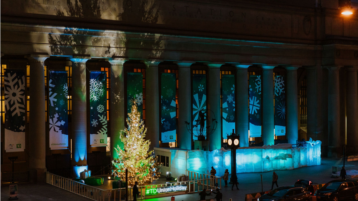 Toronto's Union Station Completely Transformed For The Holidays & It's The Festive Cheer We All Need