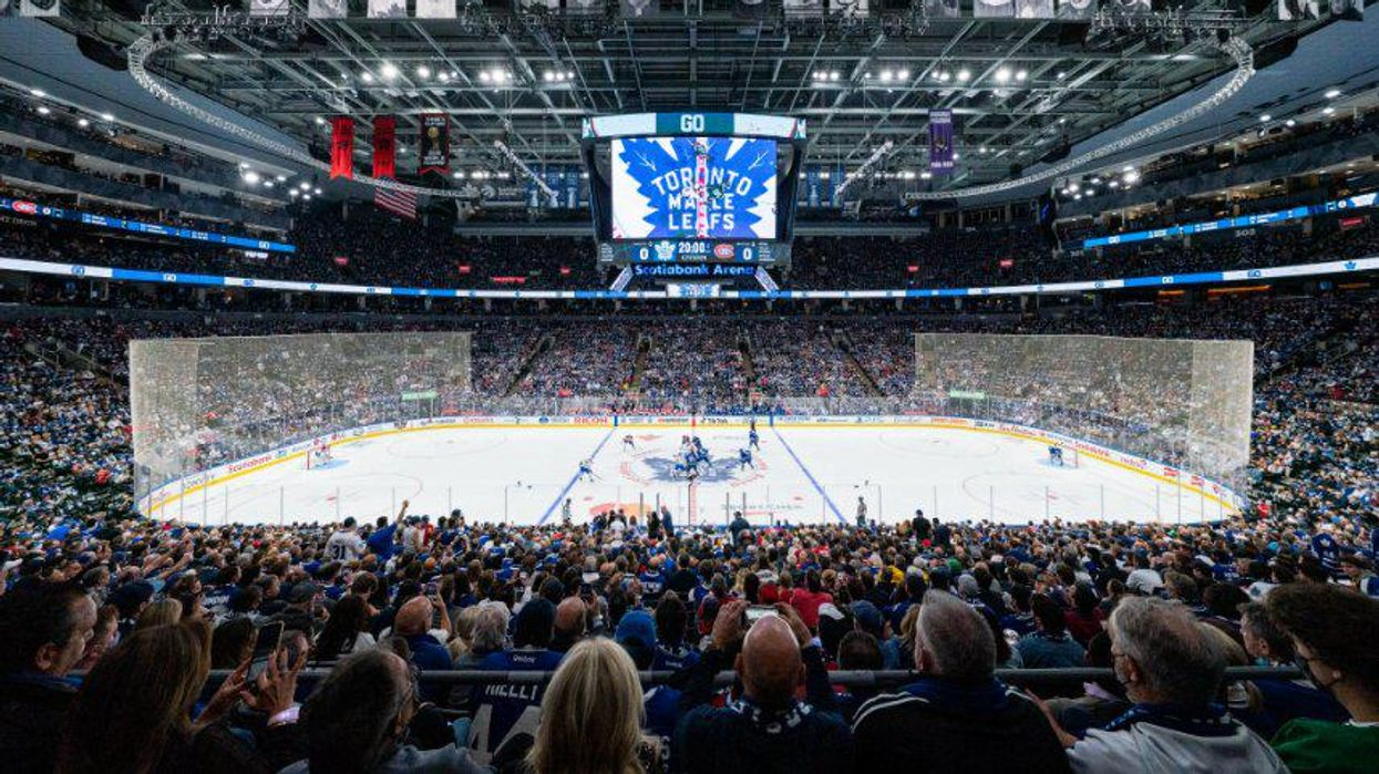 The Maple Leafs Game Had Stands Jam-Packed Last Night & It's 2019 All Over Again (PHOTOS)