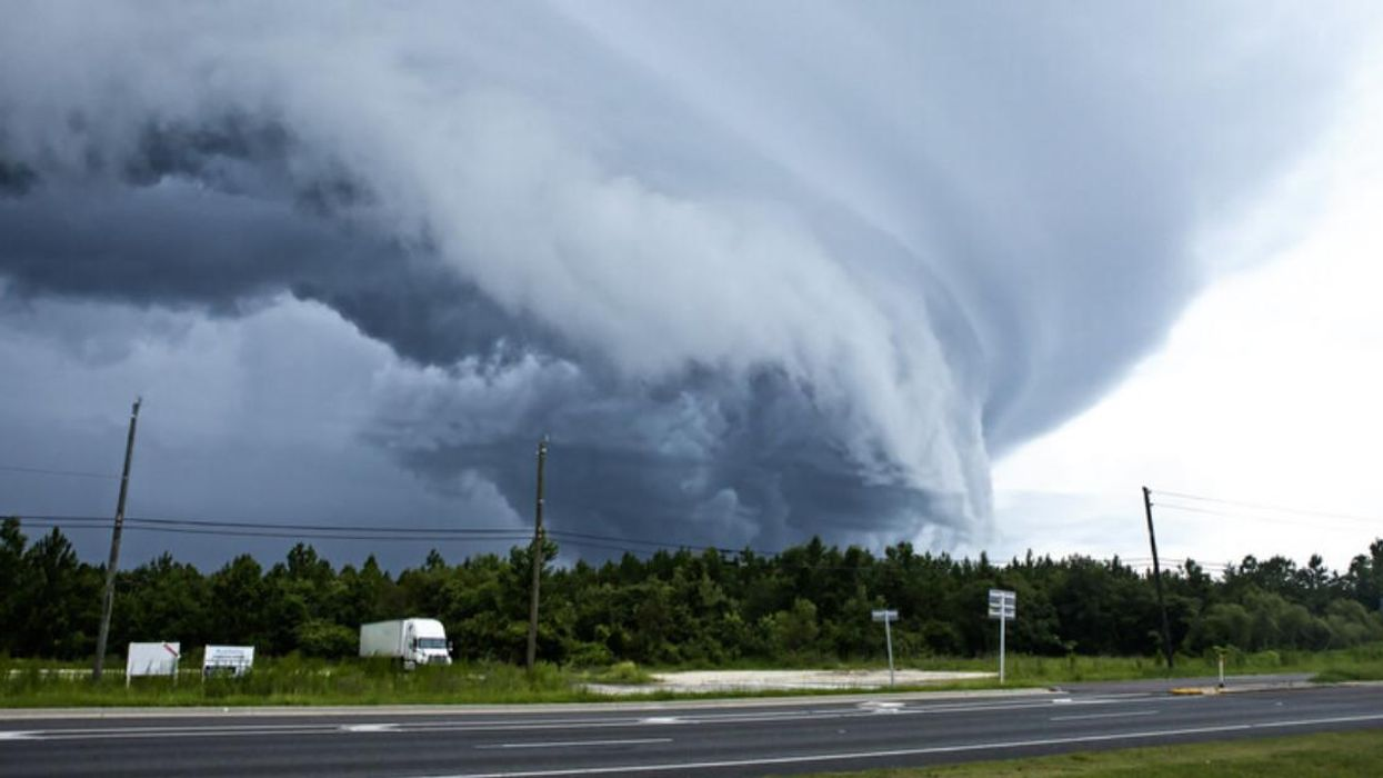 Tornado Warning In Ontario Has Been Issued & People Are Being Told To Take Cover Now