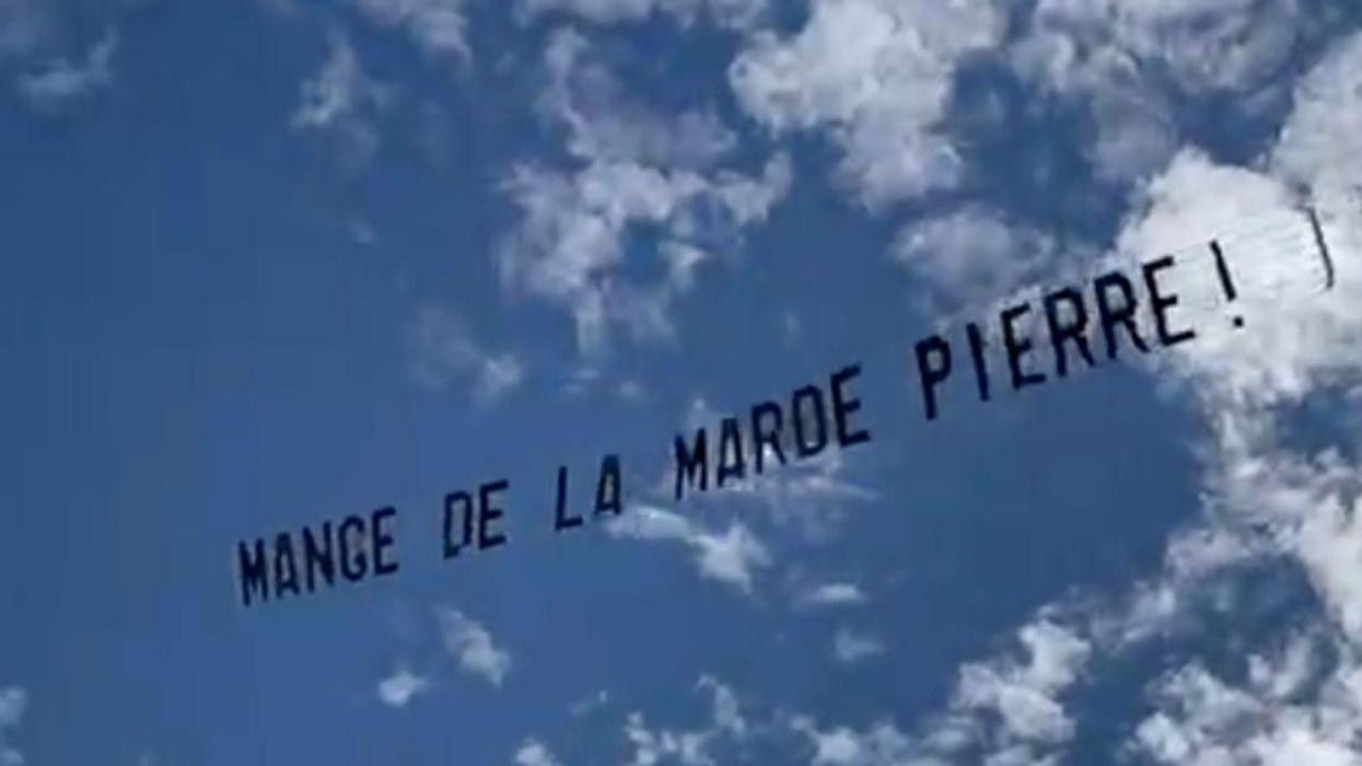 Une bannière «Mange de la marde Pierre» survole Montréal et tu connais sûrement LE Pierre