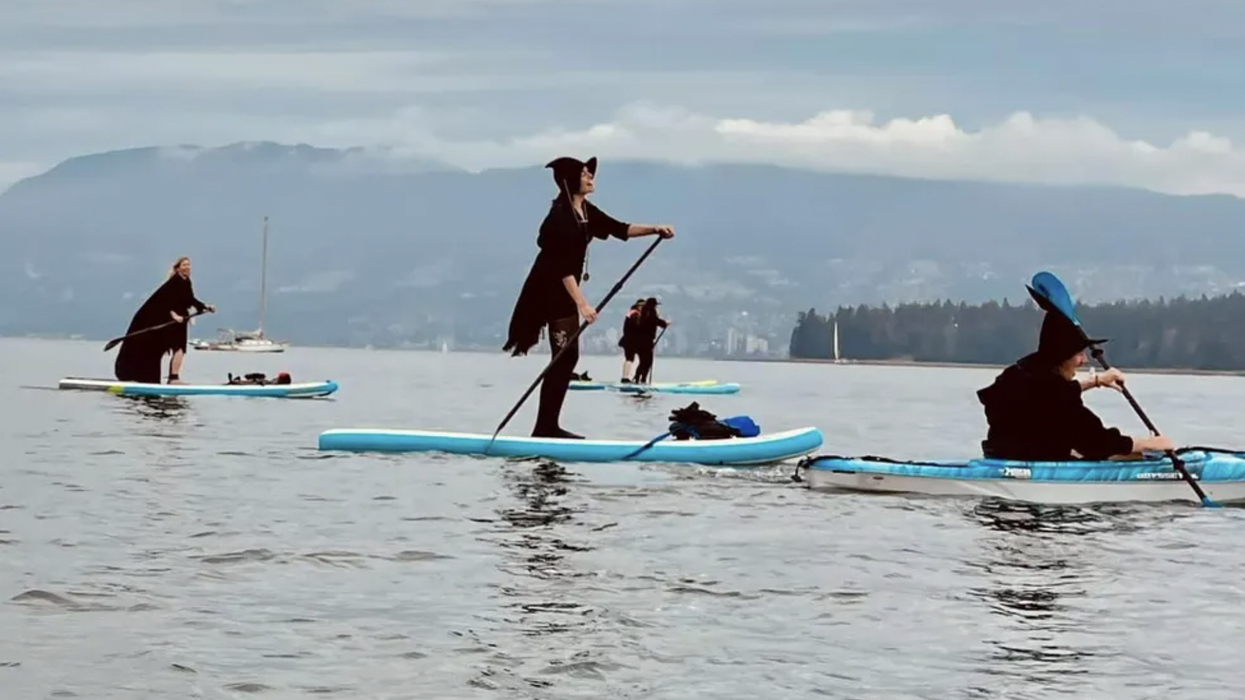 Vancouver Held Its First Witch Paddle Event & It Served Some Serious Spooky Vibes (PHOTOS)